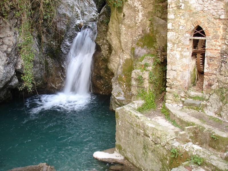 Itinerari - Alla scoperta di Candalla, acqua fredda, pareti da arrampicata e relax in natura