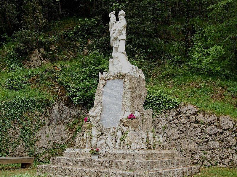 Itinerari - Anello 3 Sentieri di Pace: cimitero - Le case - franchi - vinci - focetta - ossario - chiesa
