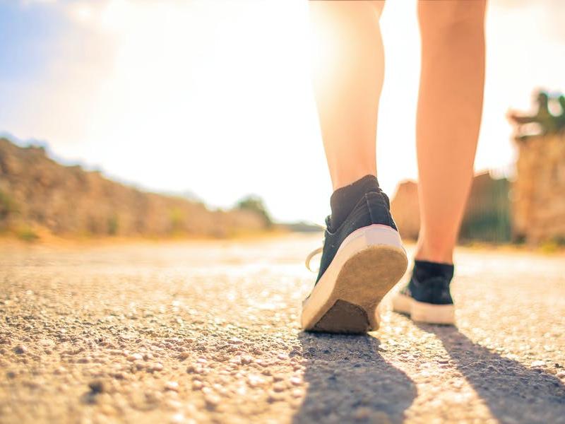 Camminare d'estate, i consigli per non correre rischi per la nostra salute